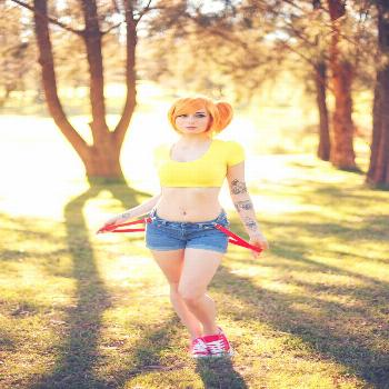 women's yellow crop top Kayla Erin women outdoors crop top jean shorts blue eyes inked girls lookin